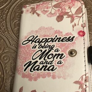 Accessories - iPhone 8 cover Happiness is being a mom/nana